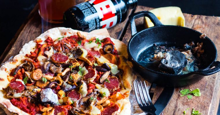 """Wild to the bone"": Beenmerg Pizza met Kerel Original"