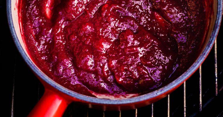 Pittige veenbessen BBQ saus + 4 verrassende BBQ sauzen